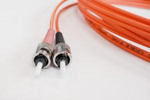 Installation de câbles de fibre-optique
